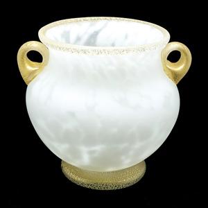岩田久利「手吹硝子 耳付花瓶 『雪牡丹』」